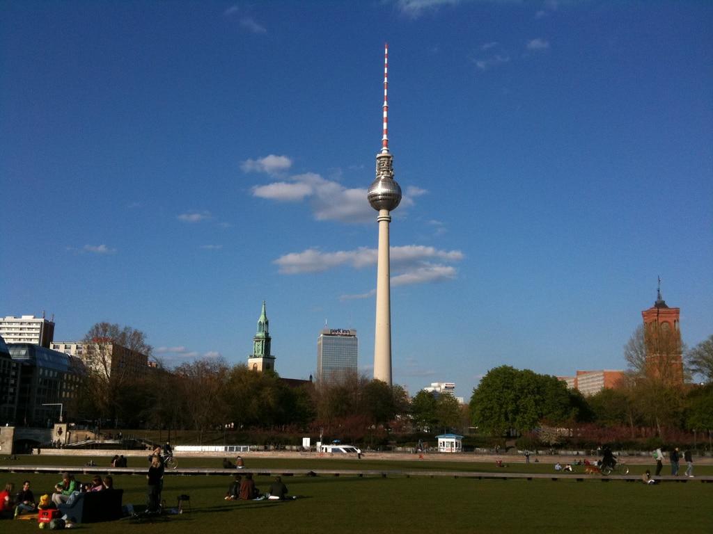 Berlin Fernsehturm – byens højtravende ikon